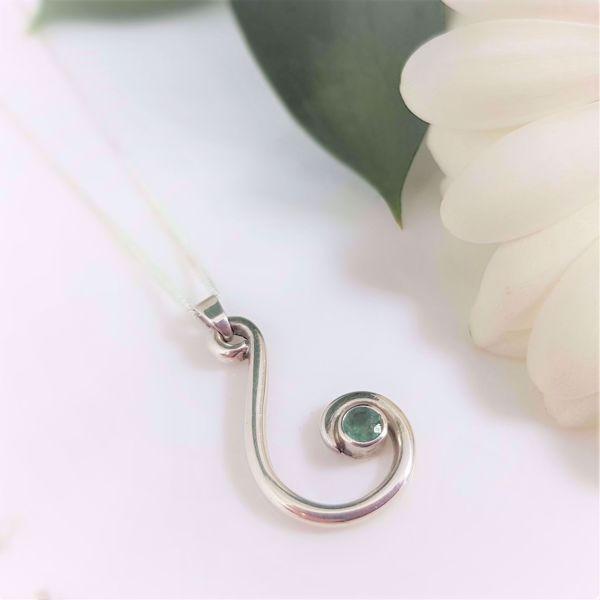 Picture of Emerald swirl pendant