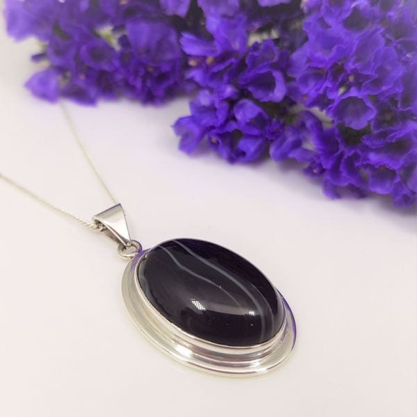 Picture of Striped black onyx pendant