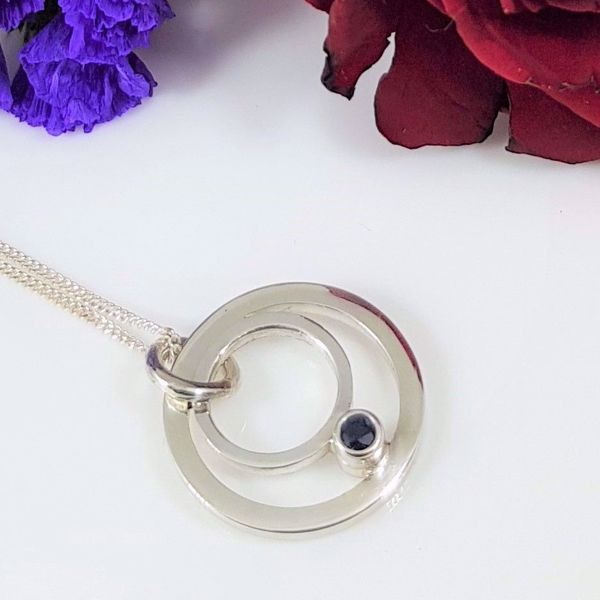Picture of Small sapphire circle pendant