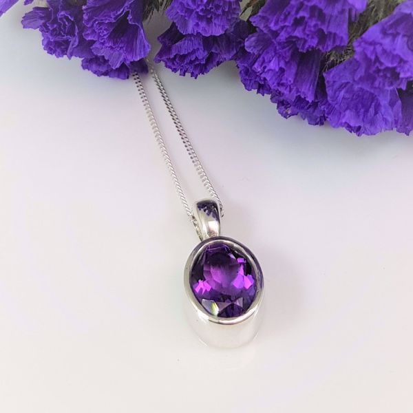 Picture of Oval amethyst pendant